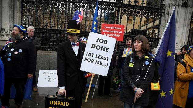 Anti-Brexit protesters demonstrate outside the Houses of Parliament in London.(REUTERS)