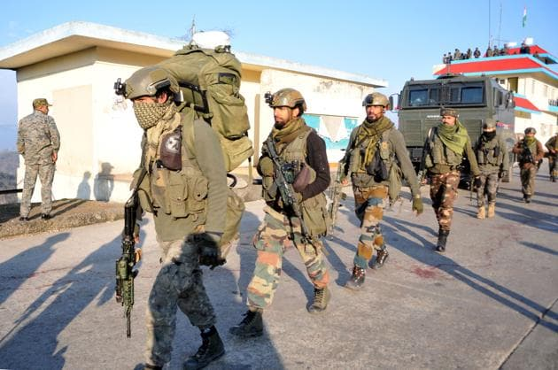 Army soldiers arrive to take position at encounter site at Nagrota toll plaza, where a group of 3-4 militants travelling in a truck opened fire at a police team, on the Jammu-Srinagar national highway.(Nitin Kanotra / Hindustan Times)