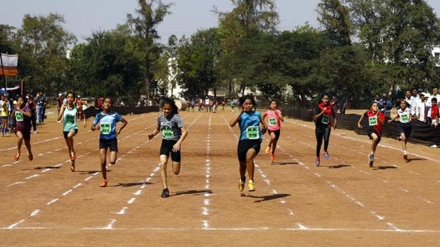 Yashashree Sakpal (516), Priya Margaj (919), and Sejal Sapte (611) came in first, second and third, respectively, in the 100m for girls under 12 at the Maharashtra Mandal, Mukundnagar, on Thursday.(Rahul Raut/HT PHOTO)