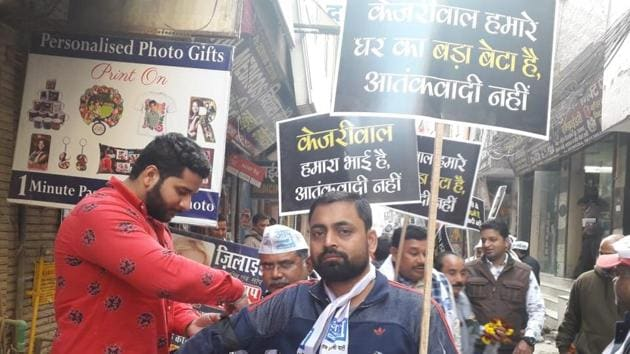 AAP supporters during a campaign for Delhi Assembly Eldection in west Delhi's Dashrathpuri on Friday, Jan 31, 2020.(Abhishek Dey / HT Photo)
