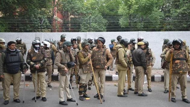 Delhi Police have begun an investigation into the alleged firing incident outside the Jamia Millia Islamia University(HT Photo)