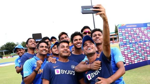 Indian cricketers take a selfie after their victory over Pakistan in the semi-final of the ICC U-19 World Cup.(Twitter/Cricket World Cup)