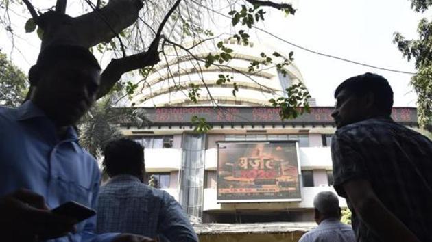 Mumbai, India - Feb. 1, 2020: People watching sensex update on billboard outside BSE in Mumbai, India, on Saturday, February 1, 2020. (Photo by Anshuman Poyrekar/Hindustan Times)(Anshuman Poyrekar/HT Photo)