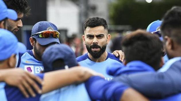 India captain Virat Kohli talks to his players ahead of the Twenty/20 cricket international between India and New Zealand in Hamilton.(AP)