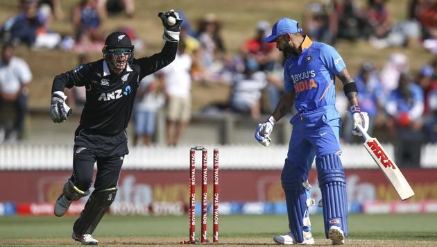 Tom Latham of New Zealand celebrates the wicket of Virat Kohli(Getty Images)