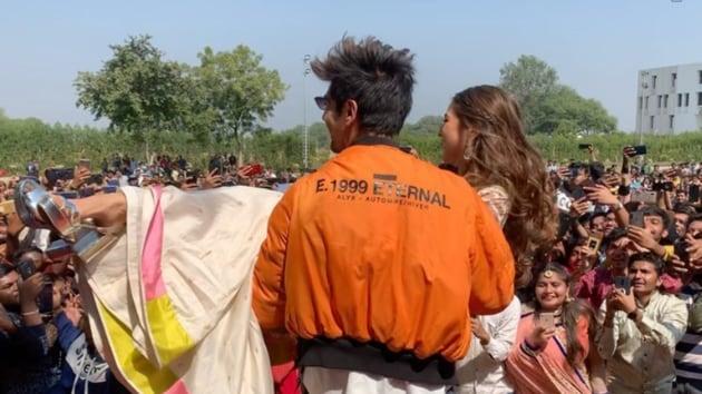 Kartik Aaryan and Sara Ali Khan in Ahmedabad.
