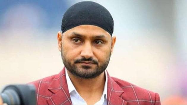 FHarbhajan Singh was stunned with exclusion of Mohammed Shami(twitter)