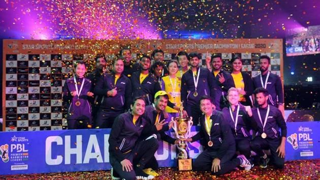 Benglauru Raptors with the trophy.(PBL)