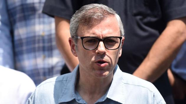 Omar Abdullah, former chief minister of Jammu and Kashmir, addresses a press conference on August 3, 2019 at his residence in Srinagar.(Waseem Andrabi/HT Photo)