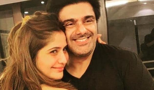 Bigg Boss 13: Samir Soni poses with Arti Singh, who he says deserves to win the show.