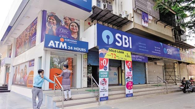 SBI clerk prelims admit card 2020: The State Bank of India (SBI) is expected to release on Tuesday, February 11, the admit card for the preliminary examination to recruit clerks.(Mint /file)