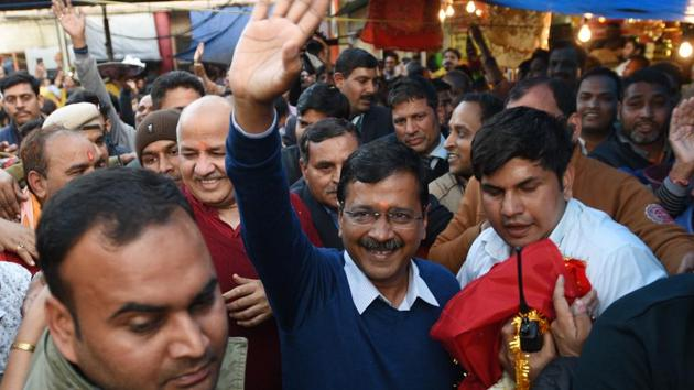 Delhi Chief Minister and AAP convenor Arvind Kejriwal to the crowd at cental Delhi's Hanuman Mandir after AAP's victory in Delhi Assembly election, Tuesday, February 11, 2020.(Arvind Yadav/HT PHOTO)