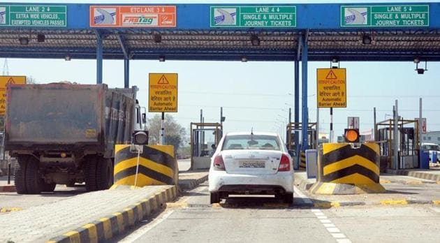 FASTag is a radio frequency identification sticker typically fixed to a vehicle's windscreen that allows the deduction of toll wirelessly and automatically without requiring a vehicle to stop at plazas.(HT file photo)
