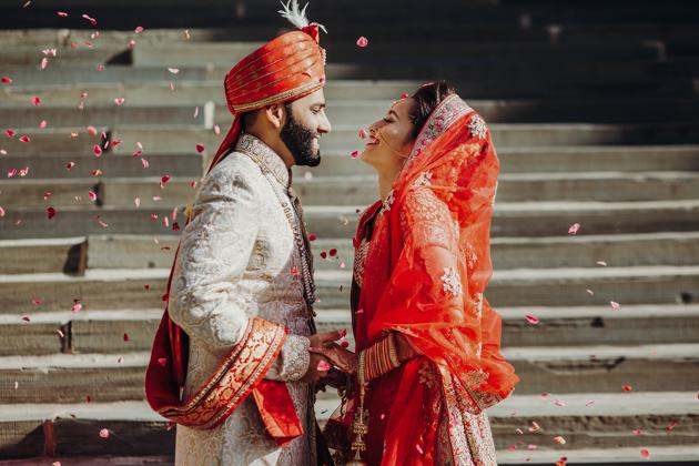 According to a survey by the matrimonial website Jeevansathi.com, 54% of the youth find it romantic to get married on Valentine's Day.(PHOTO: Shutterstock)