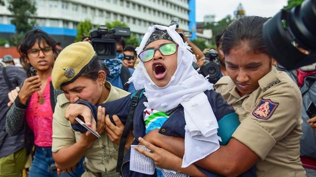 A protestor being detained by police personnel as she defies the prohibitory orders imposed in the area, during a rally against the amended Citizenship Act, in Bengaluru, Thursday, Dec. 19, 2019.(PTI File)