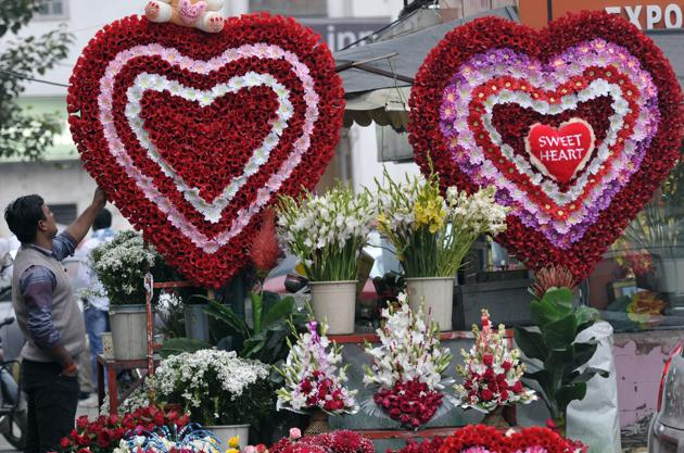 Will fresh flowers be the top priority of those celebrating Valentine's Day, this year?(Photo:Sonu Mehta/HT)