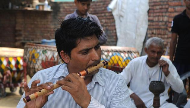 Pilibhit is famous for handmade best-quality bamboo flutes, such as ordinary straight-blow flutes and side-blown or transverse flutes that are mainly crafted by Muslim artisans. (representational image)(HT Photos)