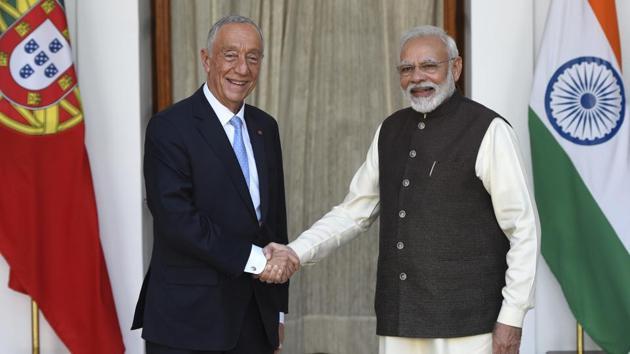 Prime Minister Narendra Modi (R) shakes hands with Portugal's President Marcelo Rebelo de Sousa before a meeting at Hyderabad House, in New Delhi, on Friday.(Burhaan Kinu/HT PHOTO)