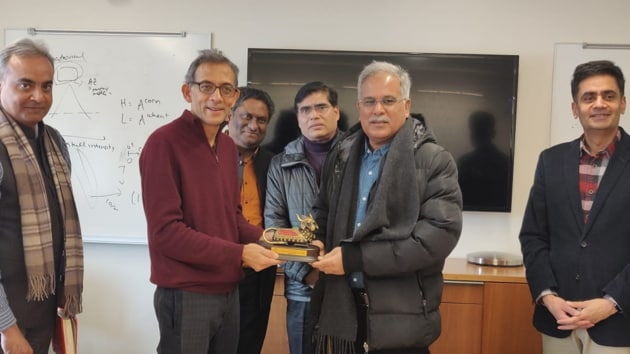 Chhattisgarh Chief Minister Bhupesh Baghel with Nobel winner Abhijeet Banerjee at MIT, Boston on Sunday.(Sourced)