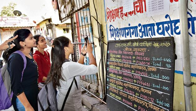 According to the MSBSHSE officials as many as 8,43,552 boys, 6,61,325 girls and 6,657 physically challenged students, along with 150 transgender students will appear for exam across Maharashtra, which will be conducted through 3,036 centres(HT PHOTO)