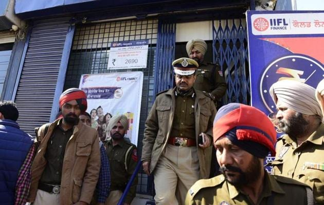 Ludhiana police commissioner Rakesh Agrawal said on Tuesday that the firm, Infoline Finance Limited (IIFL), had not employed any armed guard and its security alarm system was not up to the mark. All branches of the firm in town have been closed till they comply with the security requirements.(HT file photo)
