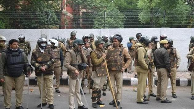 Delhi Police received 55,556 distress calls from across the city to report incidents of snatching between January 1 and December 15, 2019(HT Photo)