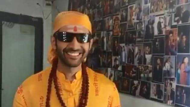 Kartik Aaryan in full costume on the Bhool Bhulaiyaa 2 sets.