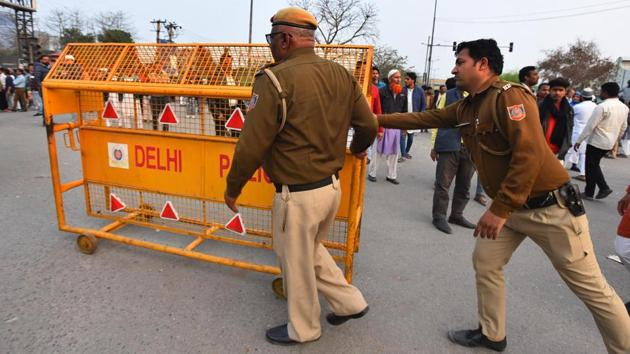 Delhi police remove barricades as the road from Jamia to Noida, shut due to Shaheen Bagh protests, reopened briefly, in New Delhi, India, on Saturday, February 22, 2020.(Raj K Raj/HT PHOTO)