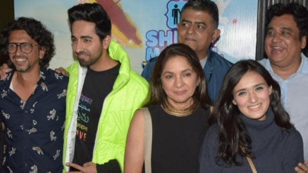 Mumbai: Director Hitesh Kewalya with actors Ayushmann Khurrana, Jitendra Kumar, Neena Gupta, Gajraj Rao, Manurishi Chaddha, Maanvi Gagroo, Sunita Rajwar.(IANS)