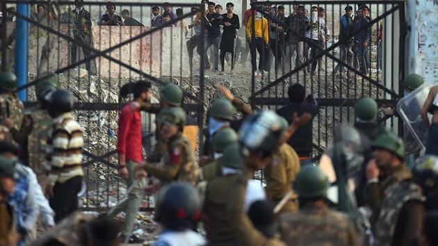 Protesters hurl stones at police personnel during violent clashes between anti and pro-CAA demonstrations, at Jaffrabad, near Maujpur, in New Delhi on February 24, 2020.(Raj K Raj/HT PHOTO)