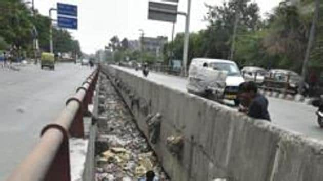 In a meeting held on January 7, the DPCC took the decision that the EDMC shall remove all the solid waste from both banks of the drain and keep a vigil on the drain and prevent dumping of garbage.(Ravi Choudhary/HT PHOTO (Image for representation purpose))