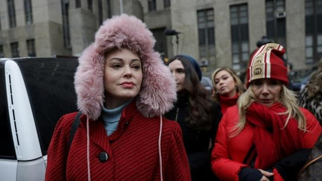 Rose McGowan arrives with Rosanna Arquette to speak to reporters outside New York Criminal Court on the first day of film producer Harvey Weinstein's sexual assault trial in the Manhattan borough of New York City.(REUTERS)