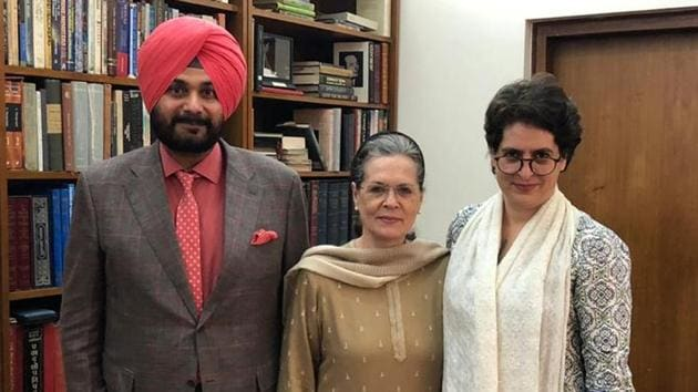 Navjot Sidhu returns from political exile, says was summoned by Sonia Gandhi - Hindustan Times