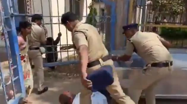 As the police were rushing the freezer box towards the hospital, the girl's father suddenly squatted in front of the box and caught hold of it, pleading with the police to take action against the college authorities.(Screengrab)