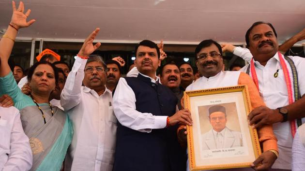 BJP legislators staged a protest with Savarkar's photo during the Maharashtra legislature's budget session in Mumbai on Wednesday.(Vijayanand Gupta/HT Photo)