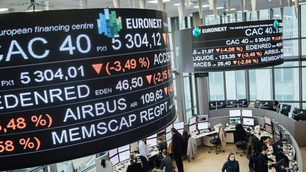 European equities tumbled on Friday and were poised for their worst week since the 2008 financial crisis as investors fretted about the potential hit to the global economy from the spreading coronavirus.(Bloomberg)