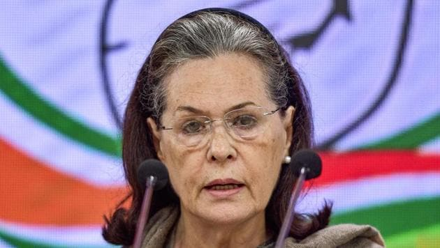 Congress leader Manish Tewari believes that there is no urgency to elect a new president to replace interim president Sonia Gandhi.(PTI)