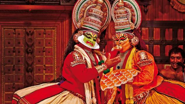 Every evening, many places in Kochi stage Kathakali shows in theatres(Saubhadra Chatterji)