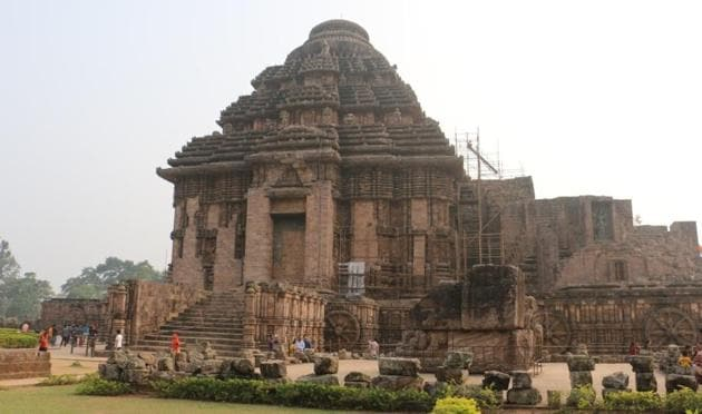 The 800-year-old Sun Temple in Konark built by Ganga dynasty king Langula Narasingha Dev to worship the Sun God has already lost its main temple and Natya Mandap and only the Jagamohan (porch) remains.(HT PHOTO.)