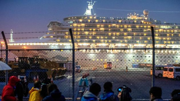 A bus arrives near the cruise ship Diamond Princess, where dozens of passengers were tested positive for coronavirus, at Daikoku Pier Cruise Terminal in Yokohama, south of Tokyo, Japan(REUTERS FILLLE)