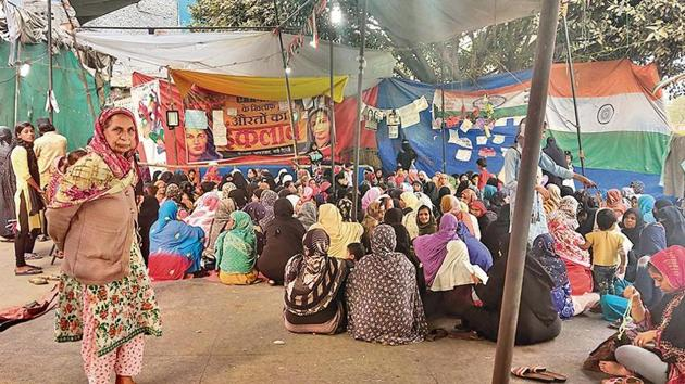 While several anti-CAA protests in north-east Delhi have either been called off or removed, a group of women continue a sit-in at New Seelampur, which saw large-scale violence.(Fareeha Iftikhar/HT photos)