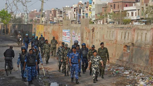Rapid Action Force (RAF) personnel patrol the lanes at Shiv Vihar, Mustafabad, in New Delhi.(Sanchit Khanna/HT PHOTO)