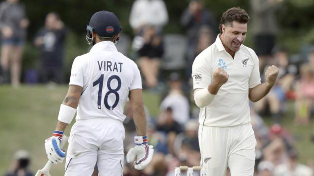 New Zealand's Colin de Grandhomme, right, celebrates after dismissing India's Virat Kohli(AP)
