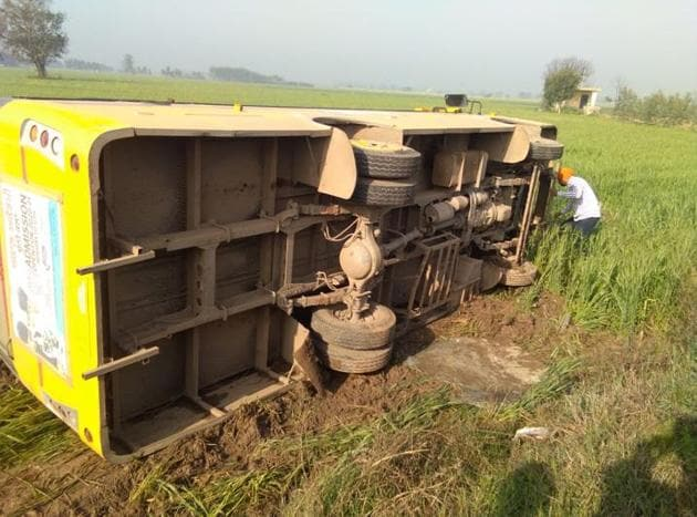 The bus of Akal Ashram Academy at Chunni village in Mohali district after the accident on Monday morning.(HT Photo)
