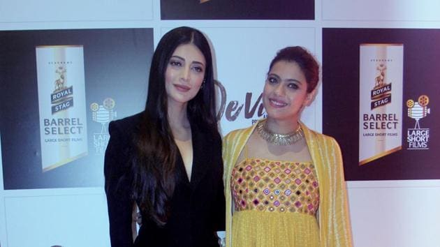 Devi star casts Shruti Hassan and Kajol pose for a photo at the premiere of the film organized by Royal Stag Barrel Select Large Short Films, in Mumbai on Monday.(ANI)