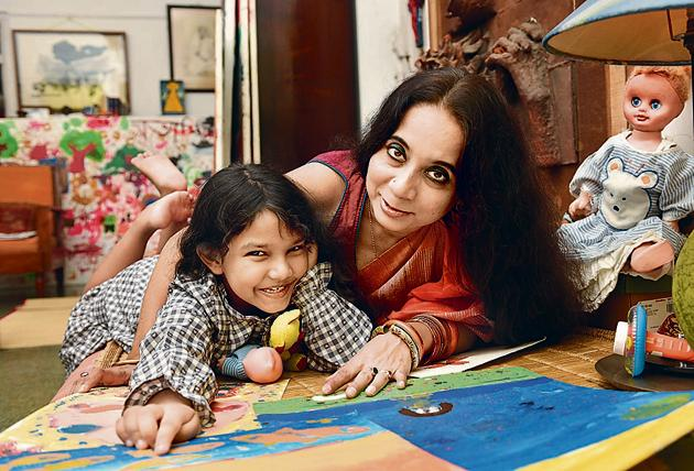 Kolkata-based painter Eleena Banik conceived her daughter Amaravati through IVF. Ten years after her divorce, she embraced motherhood and chose an old college friend as a donor.(Samir Jana / HT Photo)