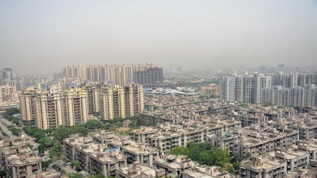 Mumbai, Delhi and the National Capital Region were the most overvalued, according to respondents in the poll. While Bengaluru and Chennai were rated as fairly priced.(Sakib Ali /Hindustan Times (Image for representation purpose))