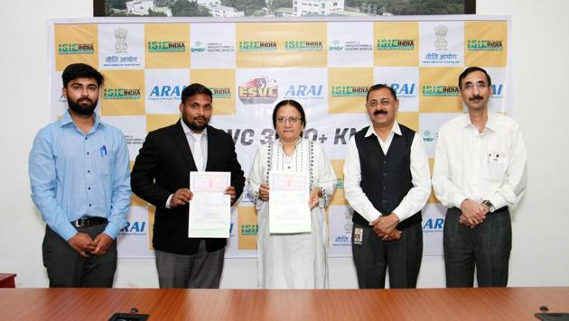 """The Arai and Imperial Society of Innovative Engineers on Tuesday signed an MoU to launch a national rally called """"Electric Solar Vehicle Championship. (From left)Shubham Varshney, head, mobility events, ISIEINDIA; Vinod Kumar Gupta, founder and President ISIEINDIA; Rashmi Urdhwareshe, director, Arai; K C Vohra, senior deputy director and head, Arai Academy and Anand Deshpande, senior deputy director, Arai were present at the event.(HT/PHOTO)"""