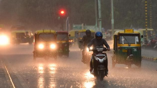 From pictures and videos of the rain to their reactions to the surprise showers, tweeple are posting some wonderful posts about Delhi rain.(Burhaan/HT Photo)
