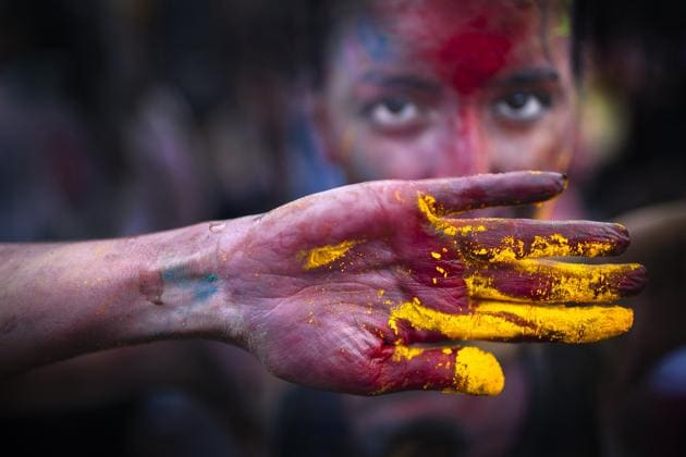 Mass gatherings and Holi parties are called off because of coronavirus scare.(Photo: Getty)
